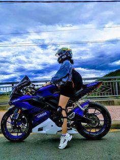 Horse Girl Photography, Bike Photography, Girl Motorcyclist, Biker Photoshoot, Ninja Bike, Bike Couple, Z 1000, Bike Pic, Retro Motorcycle