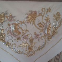 Alinti Tambour Embroidery, Gold Embroidery, Embroidery Stitches, Machine Embroidery, Embroidery Designs, Gold Work, Satin Stitch, Design Elements, Decoration