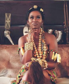 Dear Fashion Savvy Ladies, We are writing to let you know that kente has come to impress us with amazing designs. Kente is not as common as Ankara which makes it an appealing fabric. African Beauty, African Women, African Art, Black Girls Rock, Black Girl Magic, My Black Is Beautiful, Beautiful People, Absolutely Gorgeous, Ethno Style