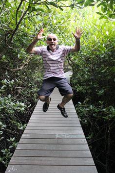 Saltando en los manglares de la isla de los dioses