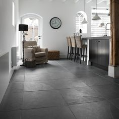 leisteen vloertegels Foyer Flooring, Grey Flooring, Kitchen Flooring, Floors, Grey Kitchen Tiles, Grey Floor Tiles, Floor Design, Home Hacks, Home And Living