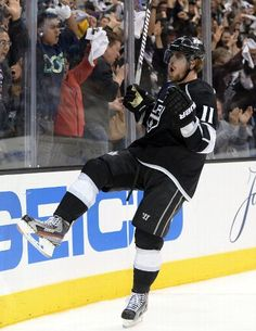 Anze Kopitar #11 celebrates goal (Photo by Harry How/Getty Images)