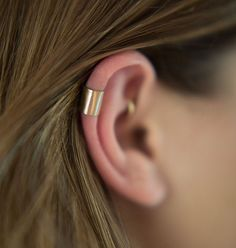 Trending Ear Piercing ideas for women. Ear Piercing Ideas and Piercing Unique Ear. Ear piercings can make you look totally different from the rest. Ear Cuff Piercing, Cute Ear Piercings, Tattoo Und Piercing, Multiple Ear Piercings, Septum Piercings, Rook Piercing, Ear Gauges, Ear Jewelry, Cute Jewelry