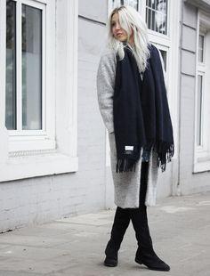 Ganni Dress #ganni #acne #acnestudios #canadascarf #teddycoat #overknees #lotd #streetstyle #hamburg #style #blogger #fashionblogger #whiteblonde