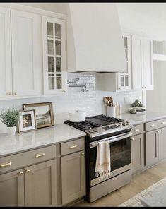 Kitchen Dinning, Home Decor Kitchen, Kitchen And Bath, Kitchen Interior, New Kitchen, Home Kitchens, Two Toned Kitchen, Taupe Kitchen Cabinets, Two Toned Cabinets