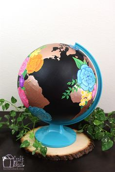 altered world globe art, chalkboard paint, crafts, home decor, painting Old Globe, Globe Art, Globe Decor, Little Valentine, Valentines Diy, Easy Art Projects, Projects To Try, Globe Projects, Diy Blanket Ladder