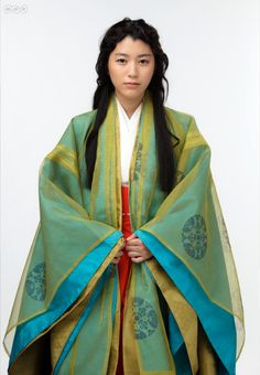 Riko Narumi / Narumi Riko / 成海璃子 ~ A woman dressed in junihitoe..