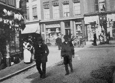 Dagelijks leven in Utrecht -1915   De Steenweg vanuit de Mariastraat (HUA)