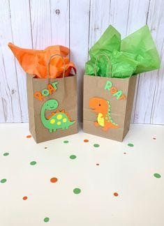 Dinosaur Party Decorations, Dinosaur Party Favors, Die Dinos Baby, Dinosaur First Birthday, 3rd Birthday Parties, 4th Birthday, Favor Bags, First Birthdays, Ideas