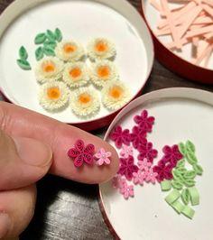 パーツをコツコツ❁ 作ってます! #paper #papercraft #paperquiling #paperflowers #flower #ペーパークイリング #ペーパーフラワー #ペーパークラフト #紙の花 #小さな花 #クイリングパーツ