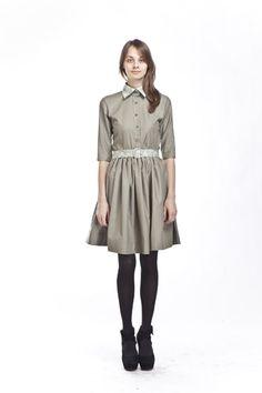 Mrs. Pomeranz - оливковое платье-рубашка с тремя пристегивающимися воротничками