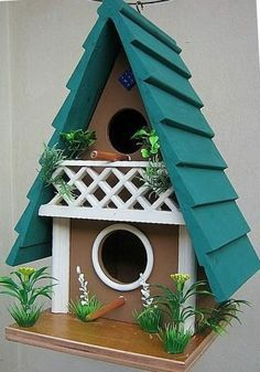 Birdhouse with painted shingles roof Homemade Bird Houses, Bird House Feeder, Bird Houses Painted, Wood Bird, Bird Boxes, Bird Pictures, Fairy Houses, Bird Cage, Bird Feathers