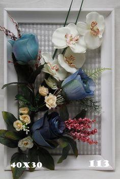 Синие розы на белой рамке