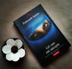 Despre autoare: Parinoush Saniee (n.1949, Teheran)este o scriitoare iraniană, născută într-o familie de intelectuali. A studiat psihologia la Universitatea din Teheran și este de profesie sociolog… Sunglasses Case, Romantic, Feelings, Cover, Books, Character, Sociology, Libros, Book
