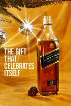 Click to gift a bottle of Black Label. Diy Christmas Decorations For Home, Christmas Crafts For Gifts, Diy Crafts For Gifts, Perfect Christmas Gifts, Christmas Diy, Christmas Gift Inspiration, Diy Box, Gifts For Teens, Diy Wall Decor