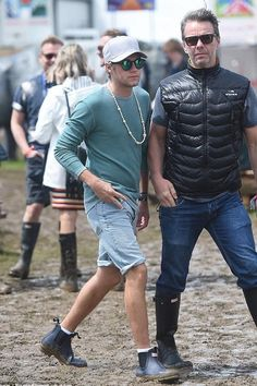 Niall Horan wearing Hunter Men's Original Pulltab Lightweight Chelsea Boots