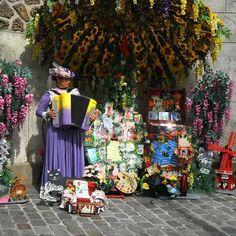 Flower seller in #montmartre #parispicoftheday is my own #travelpic #paris #paristravel #parisfrance #pariscartepostal #paris #parispostcard #topparisphoto #igphoto #iloveparis #europe #europetravel #parisstreet #parisjetamie #parisphoto #parispicture #paris #parislife #thisisparis #travelphoto #citybestphotos