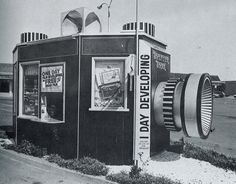 California Crazy: Roadside Vervancular Architecture was compiled by Jim Heimann and Rip Georges in Unfortunately much of what you see here no longer. Drive In, Old Photos, Vintage Photos, Vintage Signs, Vintage Postcards, Vintage Shutters, Unusual Buildings, Interesting Buildings, Camera Shop