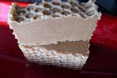 JABÓN DE MIEL ingredientes naturales como la miel y la cera de abejas.