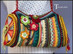 I want to copy the idea and the mix of colour for a crochet bag Mode Crochet, Crochet Tote, Crochet Handbags, Crochet Purses, Knit Crochet, Handmade Handbags, Handmade Bags, Freeform Crochet, Knitted Bags