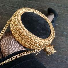 Crochet Handbags, Crochet Purses, Crochet Scarves, Crochet Bags, Satin Ribbon Roses, Crochet Purse Patterns, Diy Purse, Recycled Fashion, Knitting Yarn