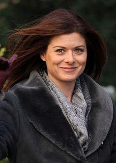 Debra Messings sleek, auburn ponytail