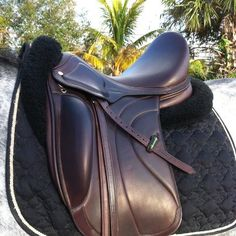 brown dressage saddle Horse Riding Boots, Horse Riding Clothes, Riding Gear, Equestrian Gifts, Equestrian Outfits, Equestrian Style, Equestrian Fashion, English Horse Tack, English Saddle