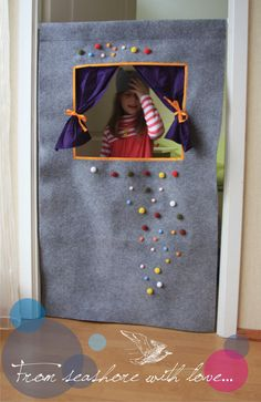 doorway puppet theatre, adorable!