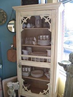 This is a perfect china cabinet for a vintage style house. Repurposed screen door set ontop of old cabinet. Furniture Projects, Furniture Makeover, Home Projects, Diy Furniture, Furniture Dolly, Furniture Storage, Old Screen Doors, Old Doors, Screen Door Pantry