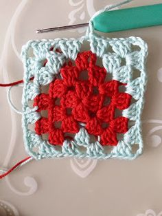 De creatieve wereld van Terray: Een lief valentijn haakpatroontje Crochet Heart Blanket, Granny Square Crochet Pattern, Crochet Squares, Crochet Granny, Crochet Stitches, Crochet Hooks, Knit Crochet, Crochet Patterns, Doll Carrier