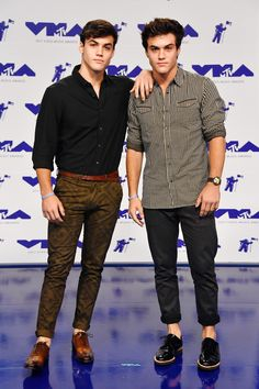 Grayson Dolan and Ethan Dolan attend the 2017 MTV Video Music Awards. Dollan Twins, Cute Twins, Grayson Dolan Instagram, Cameron Dolan, Dolan Twins Wallpaper, Dolan Twins Imagines, Instagram 2017, Ethan And Grayson Dolan, Ethan Dolan 2017