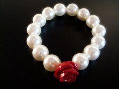 Pulsera ajustable en Perlas, cuentas de 12 mm, rosetón en Coral rojo 15 mm.