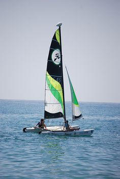Aprendiendo a navegar en un Hobbie Cat Places In Spain, Sailing, Sport, Products, Vacations, Candle, Sports, Boating, Beauty Products