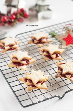 Perfect shortbread German Terrassen Kekse Christmas cookies with raspberry jam! Talk about festive season.without a cookie recipe? Not in mine :) Although I am not posting that many cookie recipes German Christmas Cookies, Holiday Cookies, Holiday Treats, Christmas Cakes, Christmas Desserts, Real Food Recipes, Cookie Recipes, Dessert Recipes, Cheap Recipes