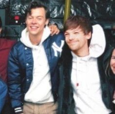 One Direction Art, One Direction Pictures, Larry Stylinson, Sweet Creature Harry Styles, Louis Tomlinson, Larry Shippers, Harry 1d, Harry Styles Photos, Louis And Harry
