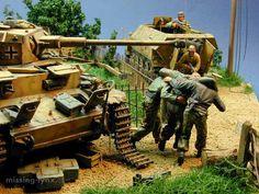 DAK Panther Grasshopper   Churchill AVRE Orgue de Staline T34-85 a Berlin