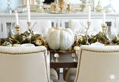 fall-table-with-cinderella-pumpkin-centerpiece-and-leaf-garland-in-elegant-dining-room