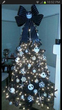 nightmare before christmas tree decorations Halloween Trees, Halloween Christmas, Disney Christmas, Christmas Themes, Christmas Holidays, Black Christmas Trees, Xmas Tree, Nightmare Before Christmas Decorations, Halloween Decorations