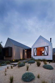 Tri-pavilion architecture breathes new life into Barwon Heads beach house | Designhunter - Australia's best architecture & design blog