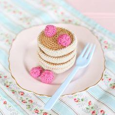 A batch of crochet pancakes by Messyla. Free Crochet pattern!