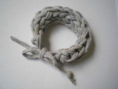 bransoletka pleciona , ze sznurka, szara