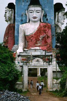 happytabby:    Burma by Steve McCurry