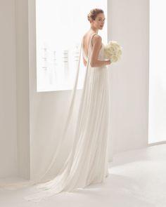 Lojas e ateliers de vestidos de noiva - Rosa Clará Lisboa. Fotos de vestidos, preços, opiniões de outros noivos e contactos. O seu vestido de sonho espera-a aqui.