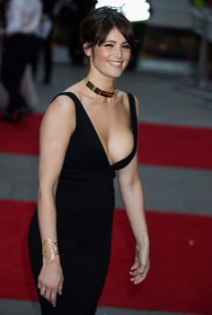 The bouncy breasts of the fantastic movie actress Gemma Arterton in a tight cleavage revealing black sexy dress. Beautiful Celebrities, Beautiful Actresses, Gorgeous Women, Gemma Christina Arterton, Gemma Arterton, Biel Biel, Hollywood Actresses, Lady, Hot Girls