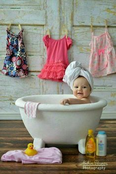 New Ideas For New Born Baby Photography : New Born Baby Photography Picture Description So - Children - Neugeborene Cool Baby, Baby Kind, Baby Girl Photography, Children Photography, Bath Photography, Photography Ideas, Photography Magazine, Wedding Photography, Photography Business