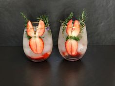 Gin & Tonic garnished with strawberries and rosemary Gin & Tonic Cocktails, Gin And Tonic, Strawberry Gin, O Gin, Craft Gin, Gin Lovers, Strawberries, Vegetables, Food