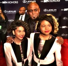 2015 BET Honors - Host Wayne Brady pictured with his daughters. He brought lots of laughs while celebrating the five honorees on a night to be remembered.