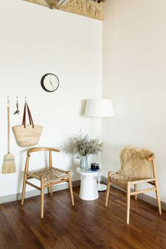 Venture into this elegantly simple LA work studio.