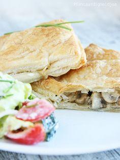 "Plantaardigheidjes: Bladerdeeg pakketjes met champignons en vega ""kip"" Sandwiches, Lunch, Snacks, Drinks, Mushroom, Salads, Drinking, Appetizers, Beverages"
