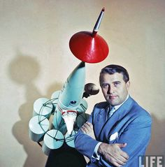 Werner Von Braun, NASA scientist and pioneer of space travel Space Pioneers, Apollo Spacecraft, Space Museum, Space Race, Retro Futuristic, Space Program, Space Shuttle, Deep Space, Space Exploration